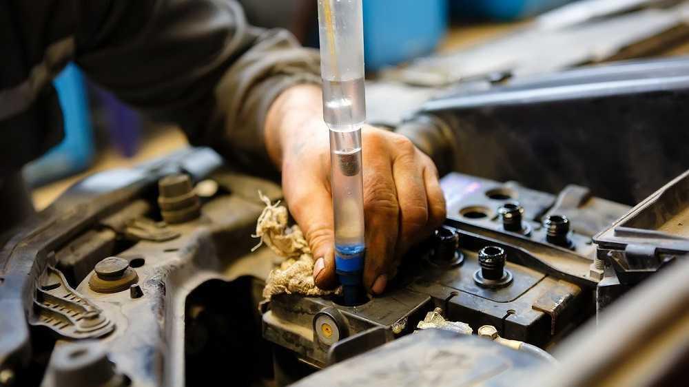 Электролит в автомобиле: как померить, поменять, доливать - статья на DDCAR