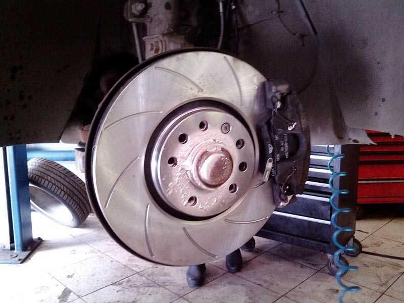Для чего менять тормозные диски - статья на DDCAR