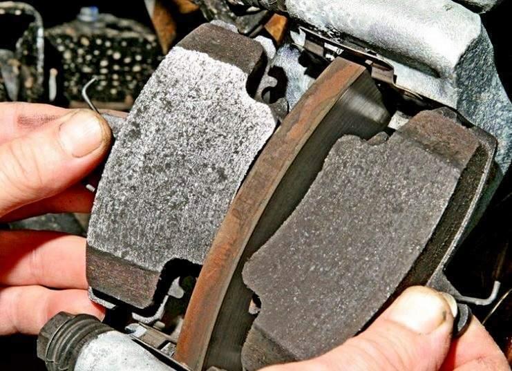 Замена тормозных колодок Рено Логан - статья на DDCAR