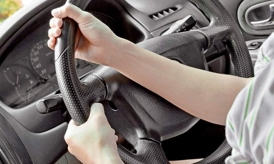 После ремонта рулевой рейки тяжело крутится руль: что делать - статья на DDCAR