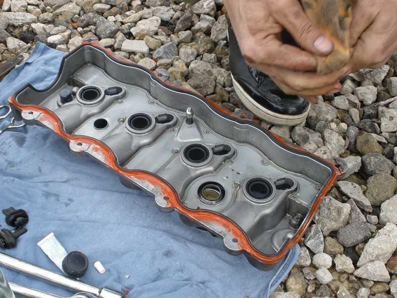 Замена прокладки клапанной крышки - статья на DDCAR