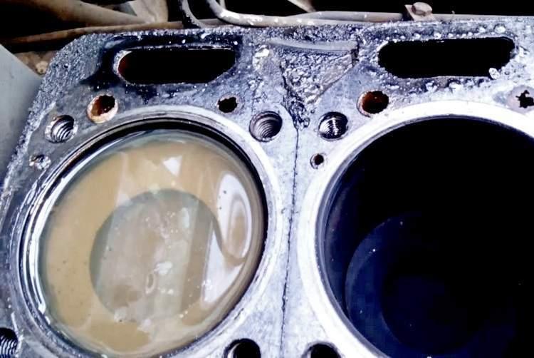 Что делать, если двигатель залило водой - статья на DDCAR