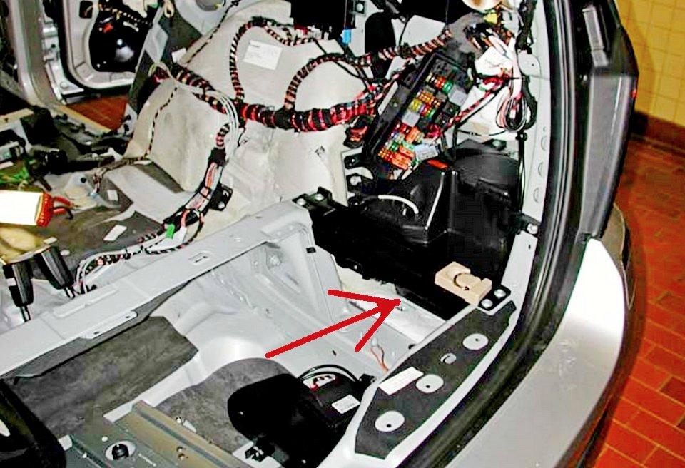 SAM-модуль в багажнике Merсedes